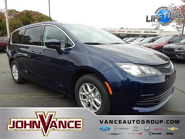 New 2019 CHRYSLER Pacifica LX FWD