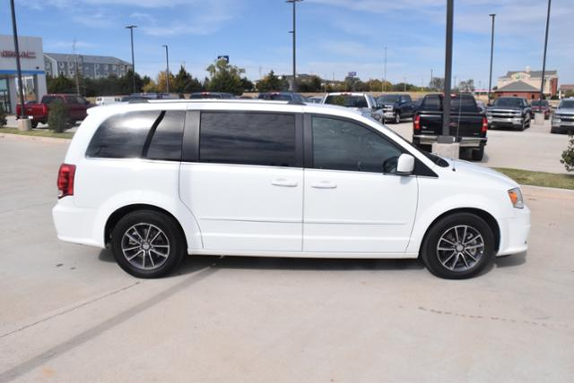 Pre-Owned 2017 Dodge Grand Caravan SXT Wagon